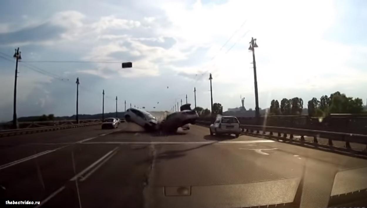 dtp Kiev 10 05 2016 most Patona lobovoe 4 avto