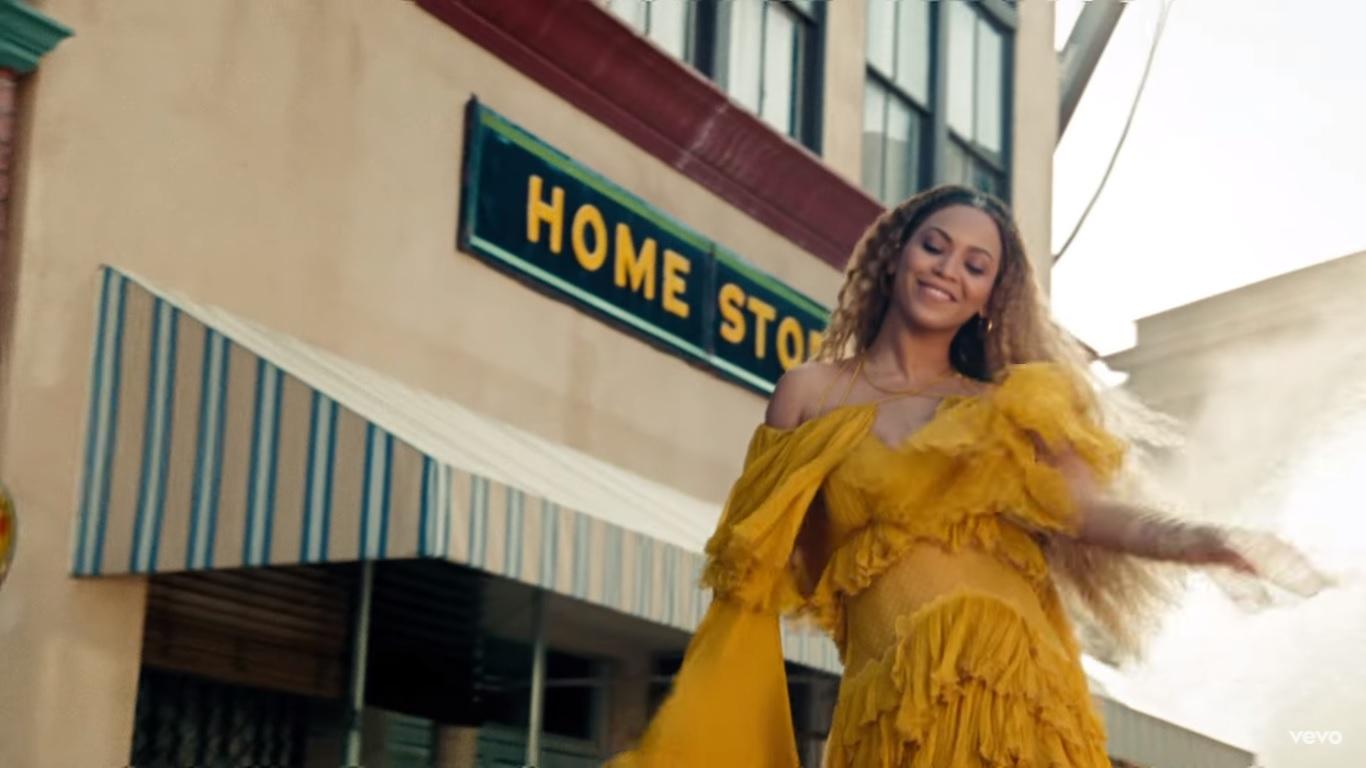 Кадр из клипа Hold Up